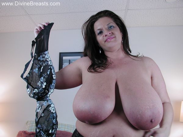 Maria Moore Busty BBW Bra Try Outs