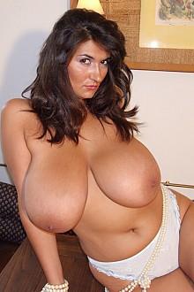 chubby average girls nude